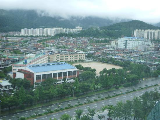 Pullman Ambassador Changwon City 7: vue de l'hotel coté ville