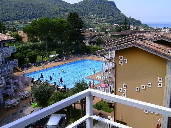 Residence Villa Rosa: View of pool from our appartment