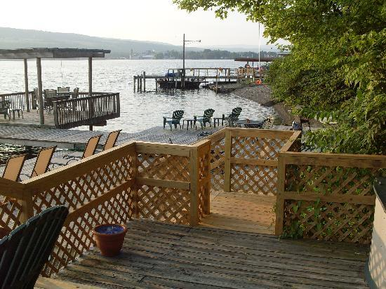 Admiral Peabody's Lakeside Lodging: relaxing dock