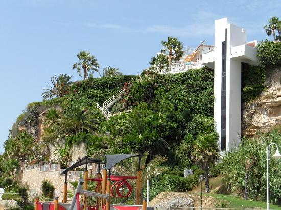Hotel Paraiso del Mar: View to the hotel and the stairs