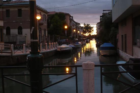 Hotel Helvetia: kanal Nähe des Hotels