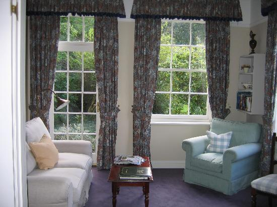 Gregans Castle Hotel: Sitting area attahced to the bedroom