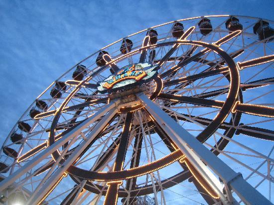 Levins Bend: Ferris Wheel at the Wharf