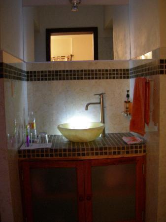 Xibalba Hotel: beleuchtetes Waschbecken