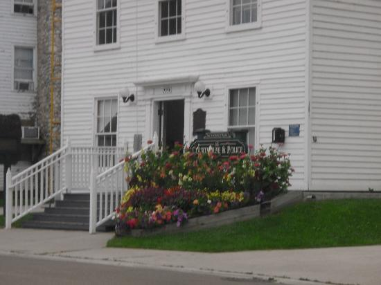 Lilac House Bed and Breakfast : Mackinac Photos