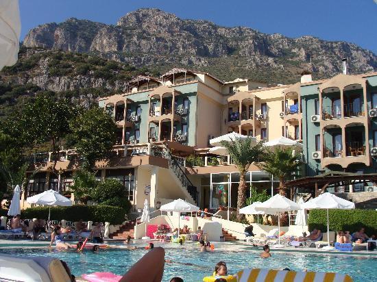 Hotel Club Phellos: Poolområdet