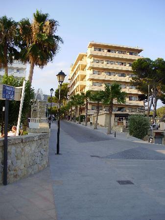 Grupotel Playa Camp de Mar: front of hotel