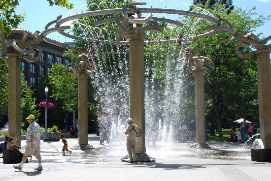 Spokane, WA: Children getting out of the heat