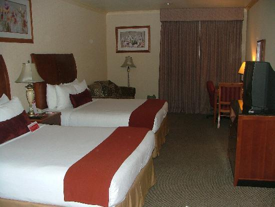 Ramada Plaza Anaheim: Our room