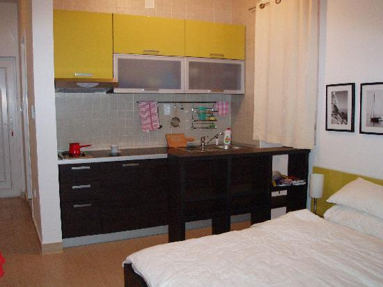 Alessandra Apartments : Kitchenette