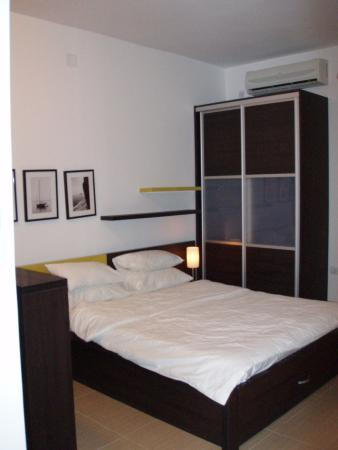 Alessandra Apartments : Bed area