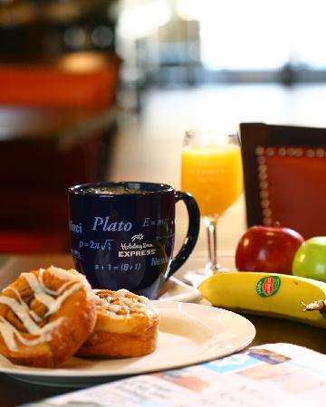 Holiday Inn Express Atlanta-Emory University Area: Hotel Breakfast Area
