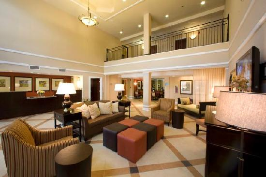 Holiday Inn Express Atlanta-Emory University Area: Hotel Lobby Seating Area