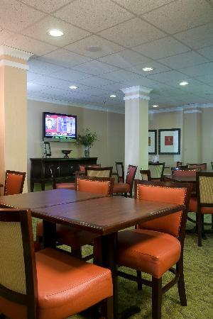 Holiday Inn Express Atlanta-Emory University Area: Breakfast Area