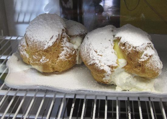 Humble Pie Pizzaria: Cream Puffs to die for : )