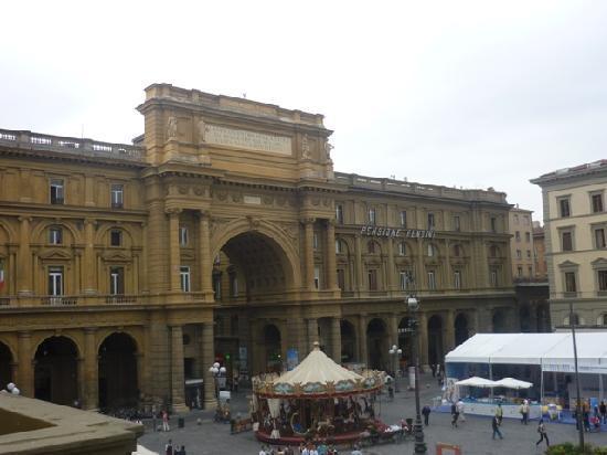 Bed and Breakfast Repubblica: View of Piazza della Repubblica from breakfast room