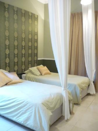 The Jumeirah Garden Guesthouse: Our room