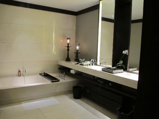 Soori Bali: La salle de bain