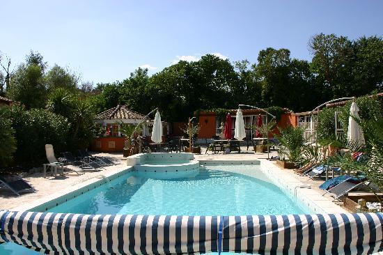 Le Patio 34 : vue d'ensemble piscine