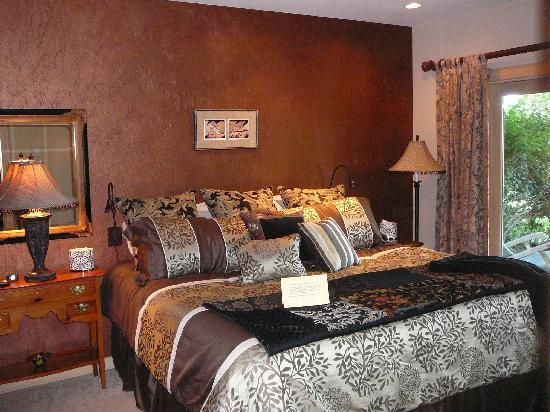 The Master Suite Bed and Breakfast: master bedroom