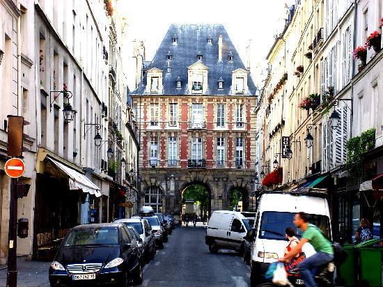 París, Francia: De pelicula de Luis de Funes