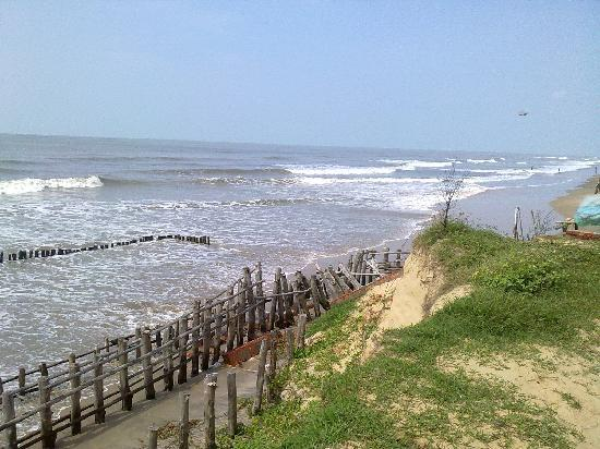 Mandarmoni, Hindistan: High Tide! Marooned in the hotel.
