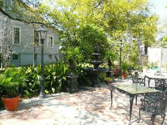 Edgar Degas House Creole Impressionist Tour : Outside Courtyard