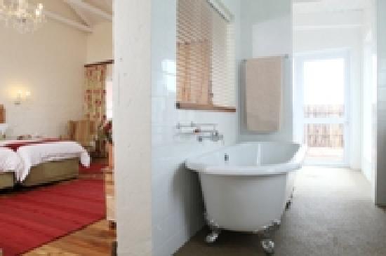 Zuurberg Mountain Village: bathroom