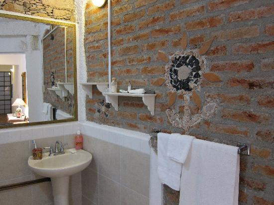 Casa Zuniga B&B: bathroom