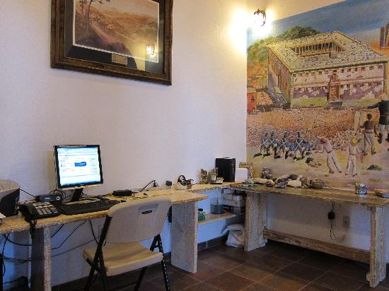 Casa Zuniga B&B: computer room for the guests