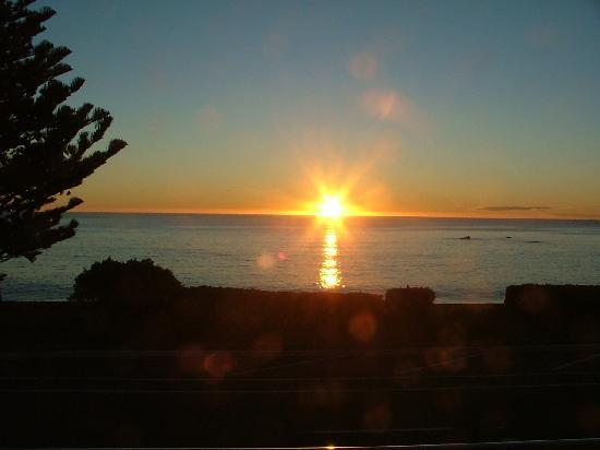 Kaikoura Apartments: Sunrise from Balcony
