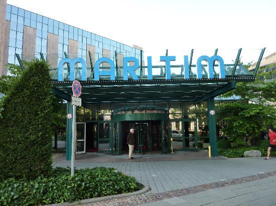 Der eingangsbereich hotel maritim in stuttgart bild von for Schickes hotel