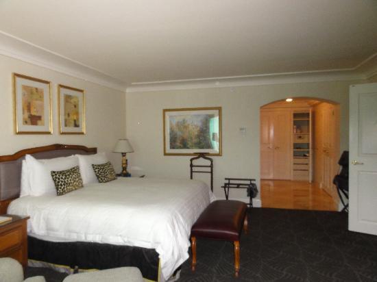 Four Seasons Hotel Las Vegas: Our bedroom