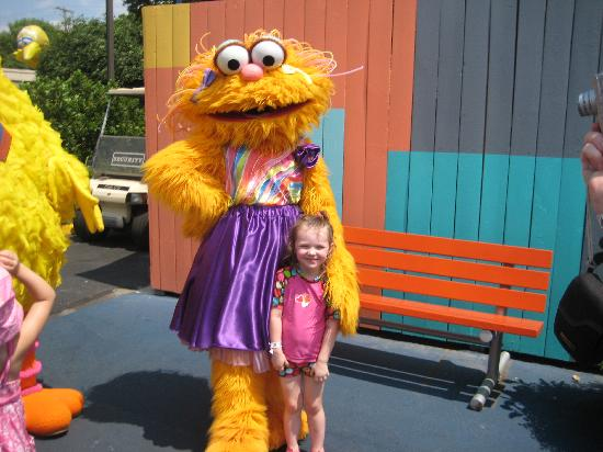Sesame Place : Zoe before the parade