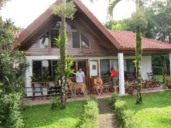 Chalet Nicholas: The front porch hangout