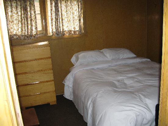 The Cottages at Clear Lake: bedroom