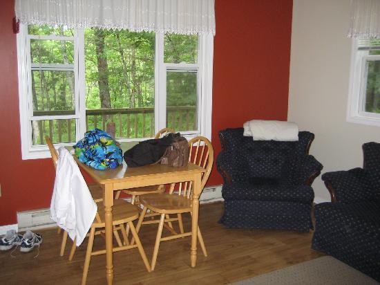 Roseway River Cottages: Living room