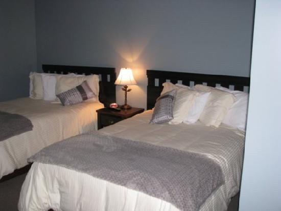 Gros Morne Accommodations & Hostel: Suite
