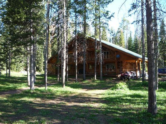 Skyline Guest Ranch and Guide Service: The Lodge