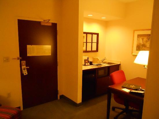 SpringHill Suites Minneapolis Eden Prairie: Door/Kitchen Area