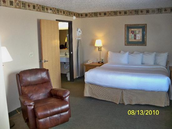 Aberdeen, SD: Pics of a 2 room suite