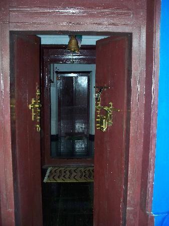 Ezhara Beach House: ...the door that warmly welcomes u.....