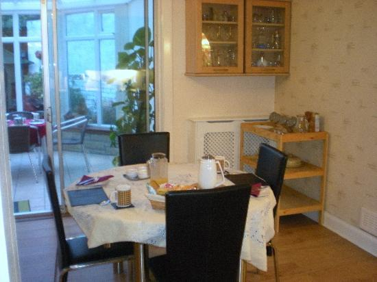 Duddingston View Bed & Breakfast: Breakfast in the Dining Room.