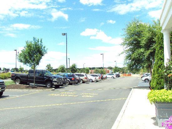 Holtsville, NY: car park