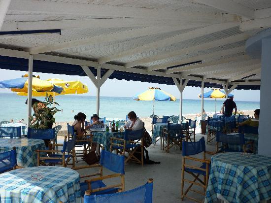 Maritime Hotel Apartments: Beach bar at Nico's beach