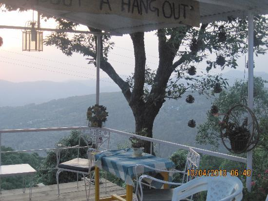 Oak Grove Inn: The Hangout