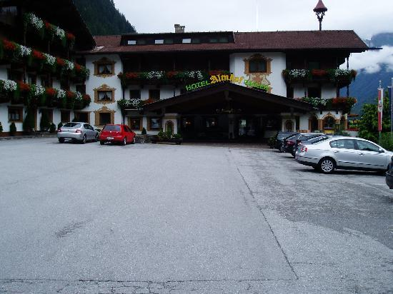 Hotel Almhof Danler: front of hotel