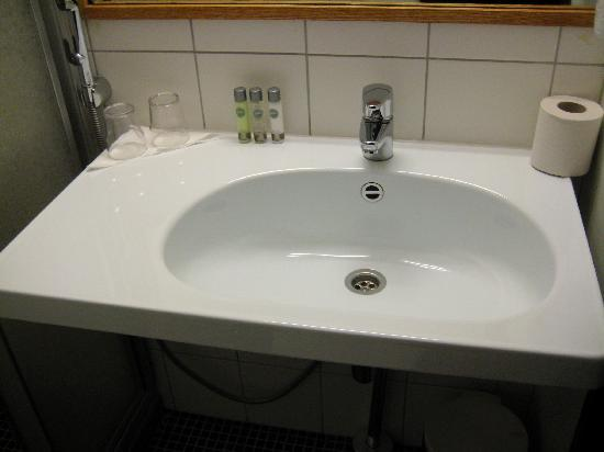 Hotel Helka: basin (not very exciting photo but shows products!)