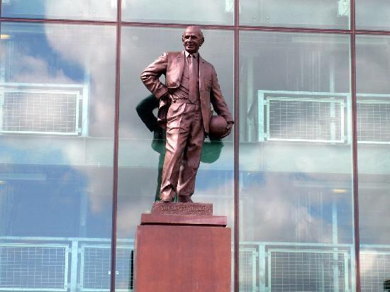 Manchester, UK : Aqui hay una bonita costumbre con las esculturas de glorias