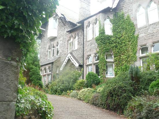 Old Vicarage Guest House: View from the drive